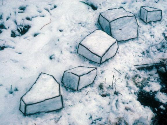 Andy-Goldworthy-Snow-Sculpture-575x431