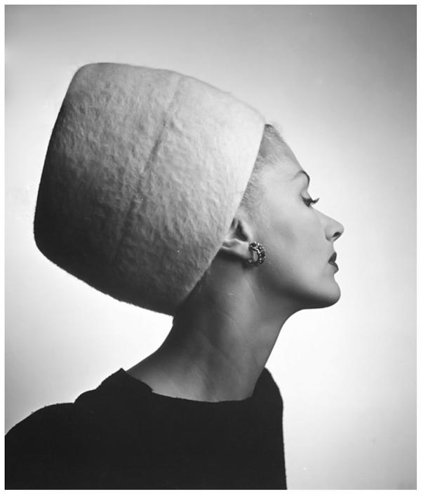 lisa-fonssagrives-in-haut-couture-carnegies-king-tut-hat-1945-louise-dahl-wolfe-archive