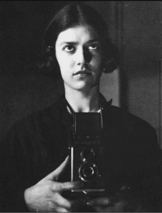 eva-besnyc3b6-self-portrait-berlin-1932-c2a9-eva-besnyc3b6-maria-austria-instituut-amsterdam1