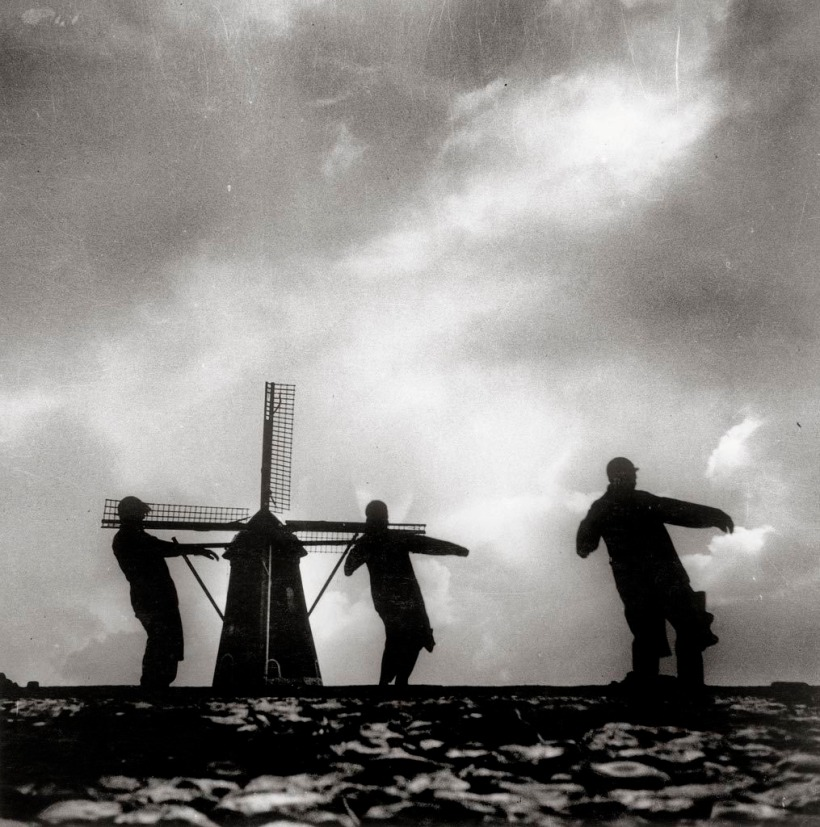 Untitled, 1933 (John Fernhout, Anneke van der Feer, Joris Ivens, Westkapelle, Zeeland, Pays-Bas) /Eva Besnyö /sc